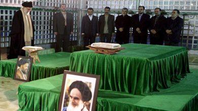Photo of رہبرانقلاب اسلامی کی امام خمینی (رح) اور شہداء کے مزار پر حاضری