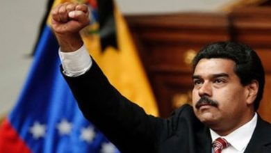 Photo of حکومت میں بنیادی تبدیلی کے لئے مادورو نے وزیروں سے استعفا طلب کرلیا