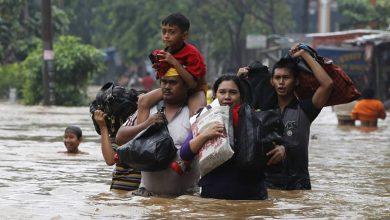 Photo of انڈونیشیا میں سیلاب اور لینڈ سلائیڈنگ، ہزاروں بے گھر17 ہلاک