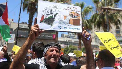 Photo of سینچری ڈیل اور بحرین کانفرنس کے خلاف ہزاروں فلسطینیوں کے مظاہرے