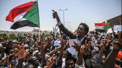 Photo of سوڈان میں عوامی مزاحمت کے سامنےفوج گھٹنے ٹیکنے پر مجبور