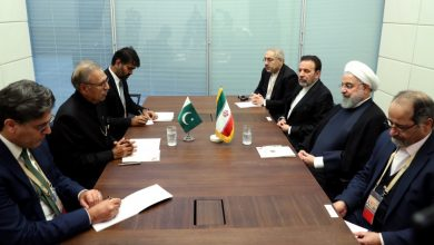 Photo of ایران اور پاکستان کے صدور کی ملاقات ، تمام میدانوں میں روابط کے فروغ پر تاکید