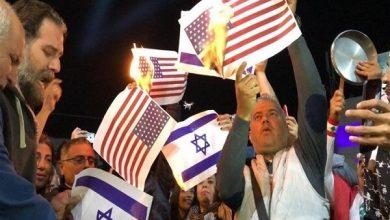 Photo of لبنانیوں نے امریکی اور اسرائیلی پرچم کو نذر آتش کردیا