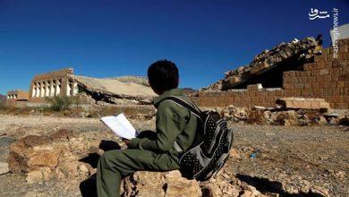 Photo of سعودی عرب کے تعمیر کردہ کھنڈروں میں پڑھتے ہیں یمنی بچے