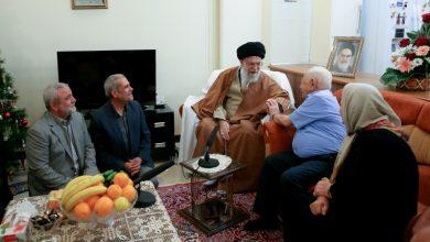 Photo of رہبر انقلاب اسلامی عیسائی شہیدوں کے گھر میں ۔ تصاویر