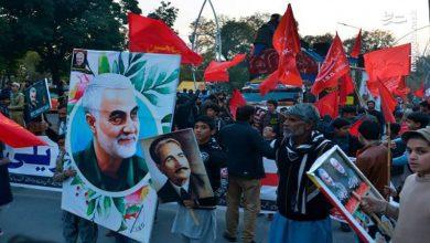 Photo of پاکستانیوں نے شہید قاسم کی تصویر کےساتھ امریکی وزیر کا استقبال کیا ۔ تصاویر