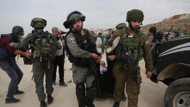 Photo of پرامن فلسطینیوں پر صیہونی فوجیوں کے حملے
