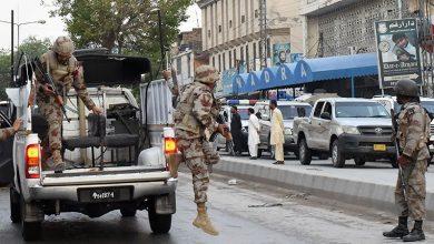 Photo of پاکستان کی سڑکوں پر فوجی اہلکاروں کا گشت