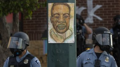 Photo of متعدد پولیس اہلکار، مظاہرین کے ساتھ ہو گئے، کیا ٹرمپ کے خلاف بغاوت ہوگي؟
