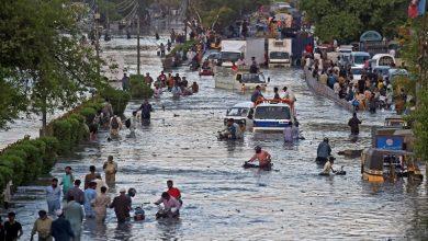 Photo of کراچی میں شدید بارشیں اور سیلاب، معمولات زندگی مفلوج