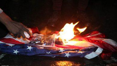 Photo of نسل پرستی مخالف مظاہرین نےامریکی پرچم نذر آتش کیا