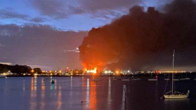 Photo of برطانیہ، ایک صنعتی مرکز دھماکوں کے بعد نذر آتش
