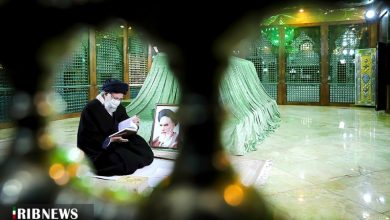 Photo of رہبر انقلاب اسلامی کی حضرت امام خمینی (رح) کے مزار پر حاضری اور فاتحہ خوانی
