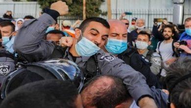 Photo of صیہونیوں کا شیخ جراح کے مکینوں پر حملہ